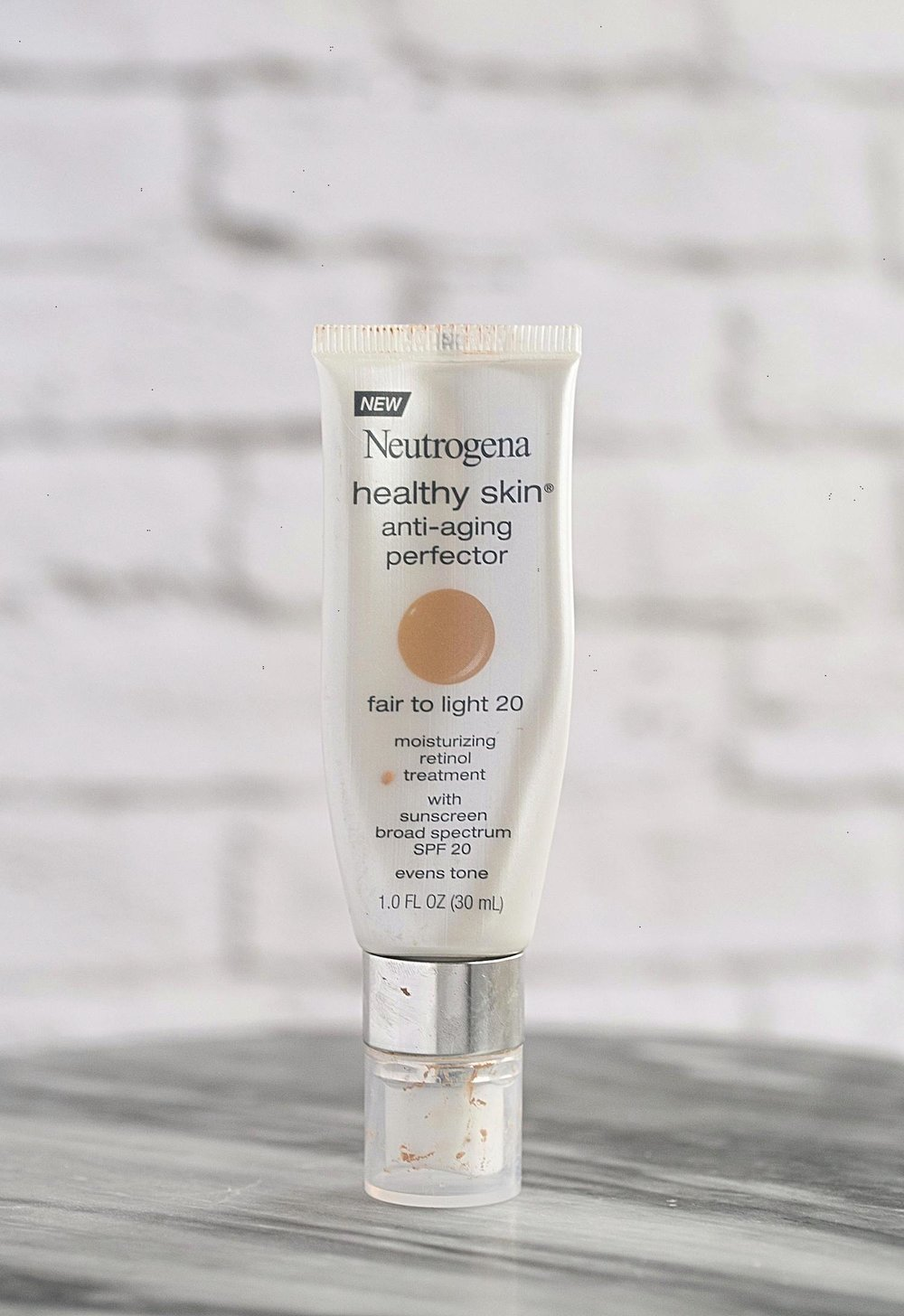 New Favorite Beauty Buys- Neutrogena Healthy Skin Tinted Moisturizer | TrufflesandTrends.com