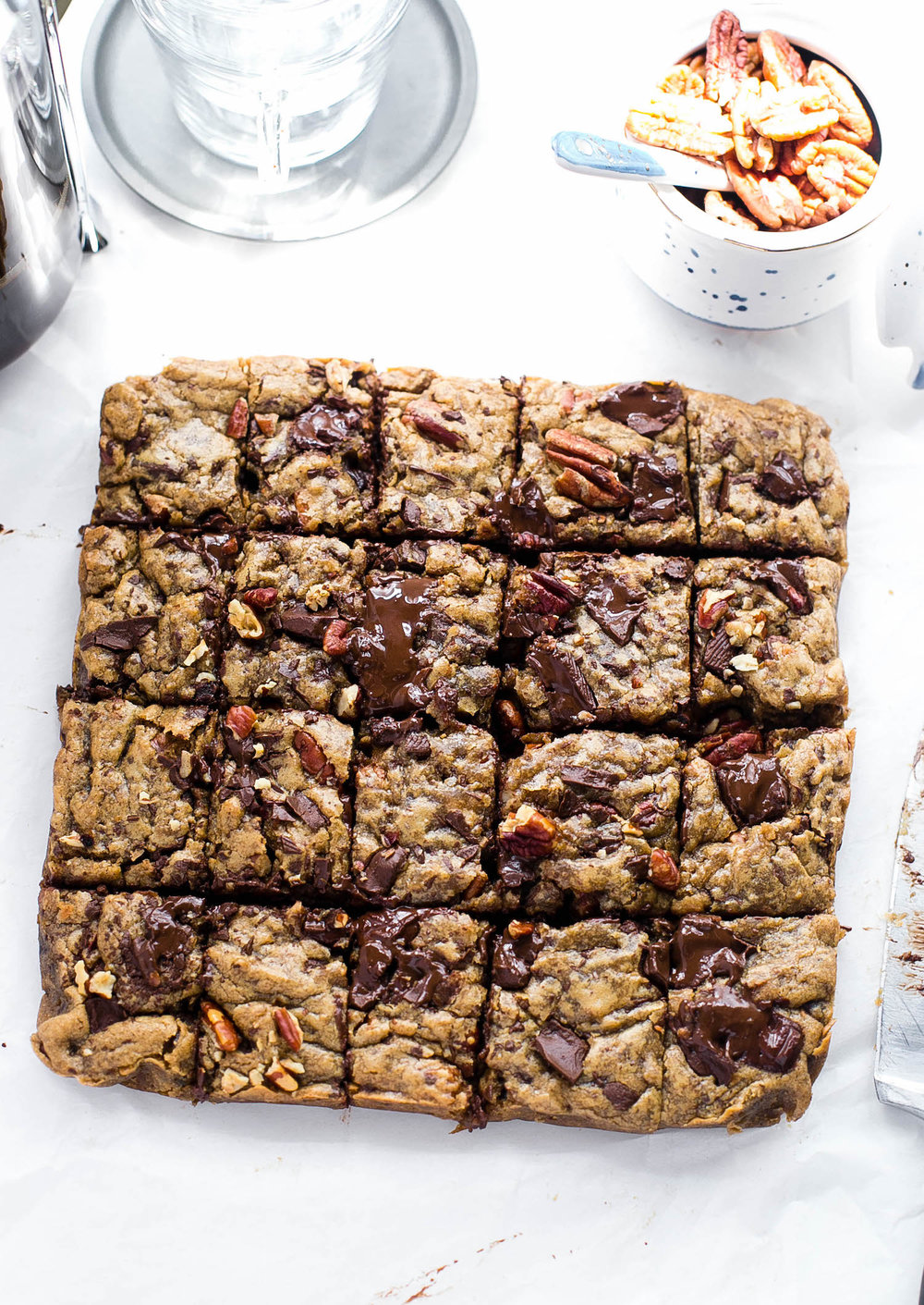Espresso Chocolate Chip Pecan Blondies: soft, gooey, rich blondies packed with espresso flavor, chocolate chunks, and toasted pecans. So easy! | TrufflesandTrends.com