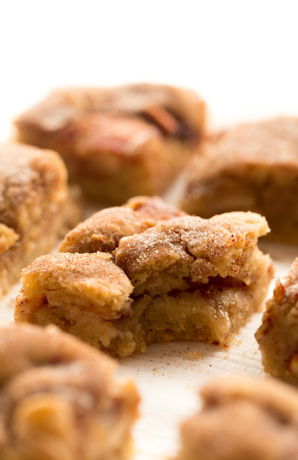 Gooey Snickerdoodle Cookie Apple Bars: tender, juicy, cinnamon apple slices encased in gooey, rich snickerdoodle cookie dough. Easy and dairy-free! | TrufflesandTrends.com
