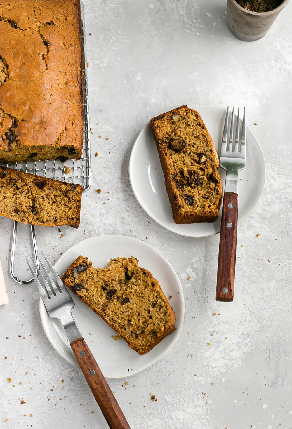 Wholesome Maple Chocolate Chip Walnut Banana Bread: soft, moist banana bread packed with chocolate chips and walnuts. Whole grain and refined sugar free! | TrufflesandTrends.com