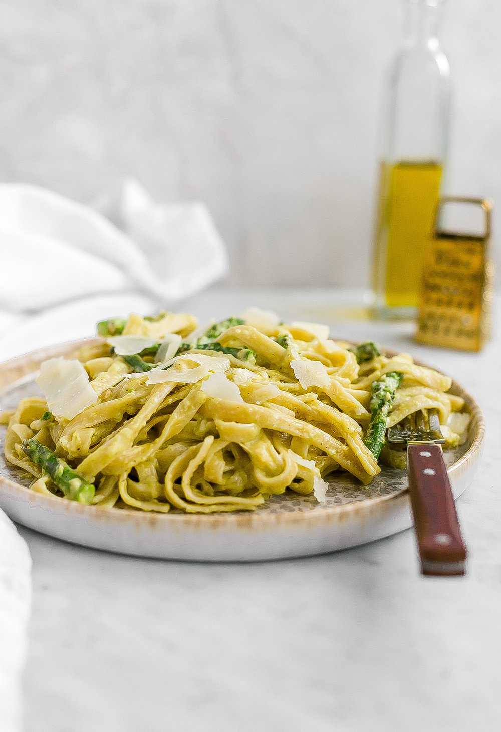 Asparagus Cream Sauce Pasta: pasta made with a creamy, rich, and flavorful cream of asparagus sauce. So unique and delicious! | TrufflesandTrends.com