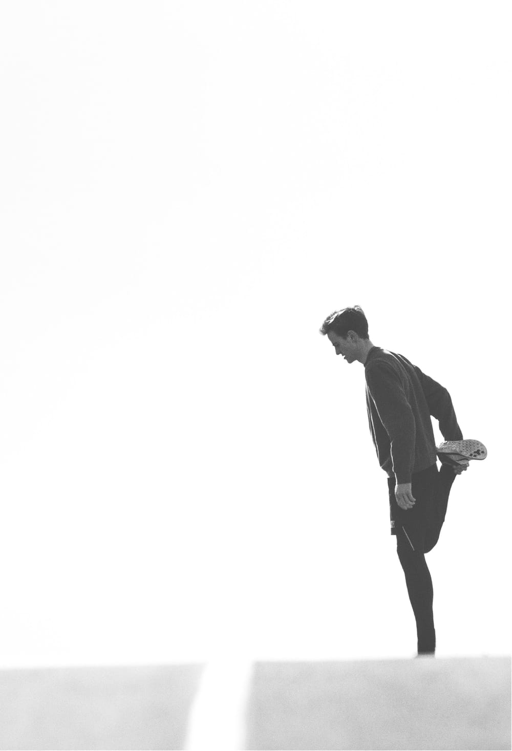 Man stretching quad.jpg