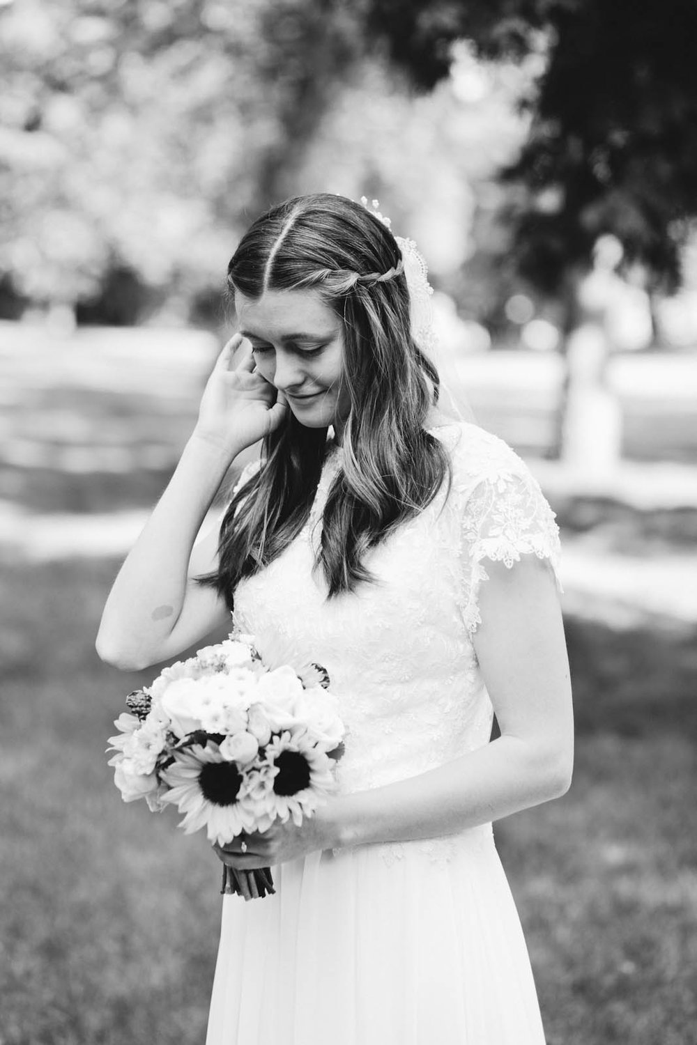 bride black and white summer twin cities wedding photographer