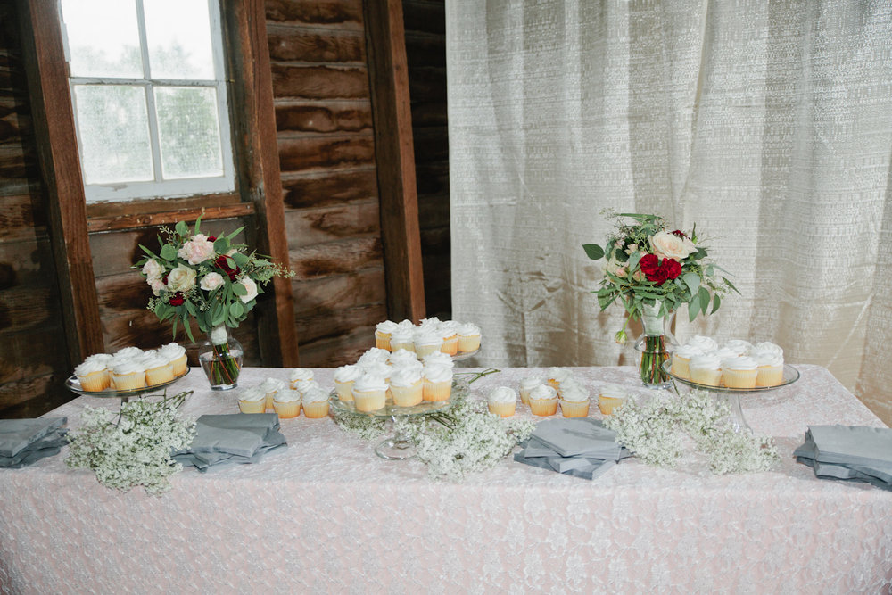 old fifty-six barn in grundy center wedding cake
