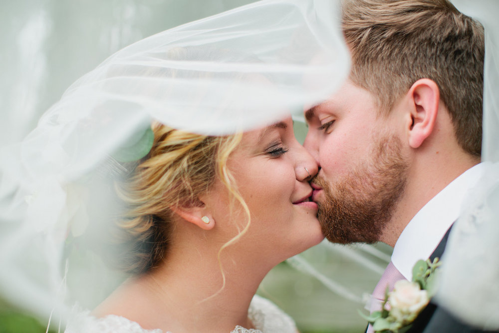 Des Moines Iowa wedding photographer veil photography