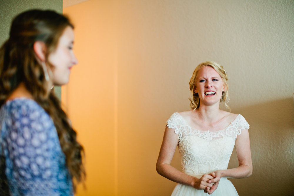 real moments live authentic photography weddings