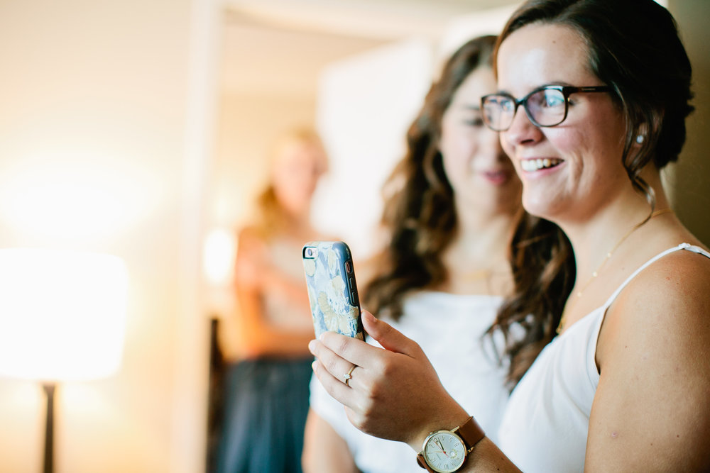 what photos to take during getting ready for a wedding