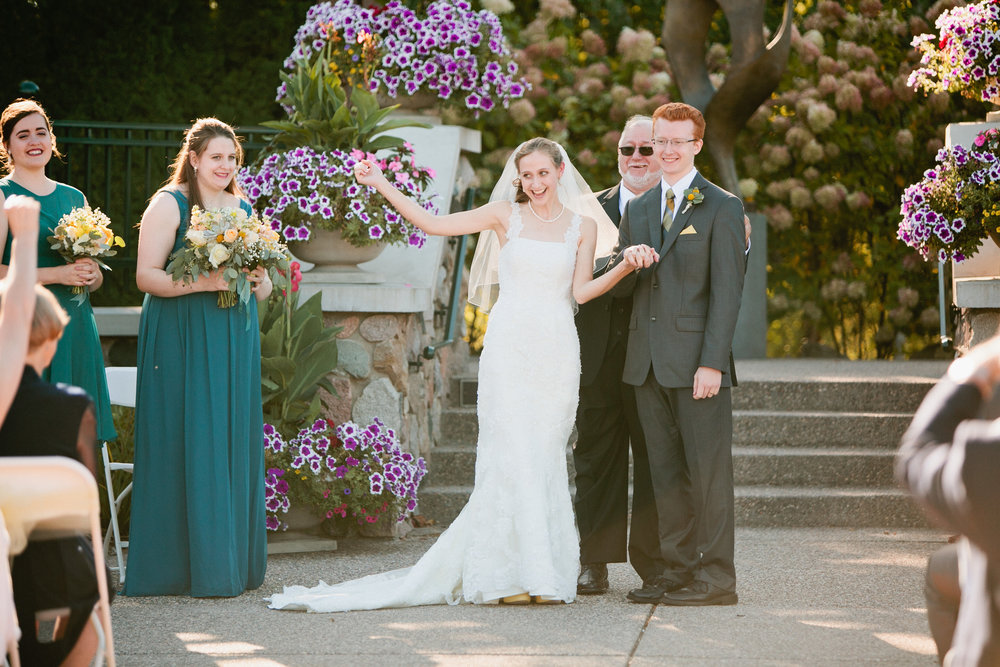 Botanical Gardens Des Moines wedding photos