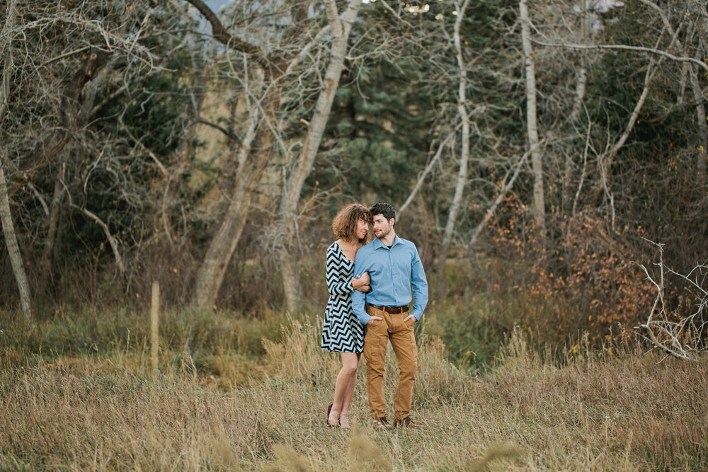 woodsy colorado engagement photos in the mountains