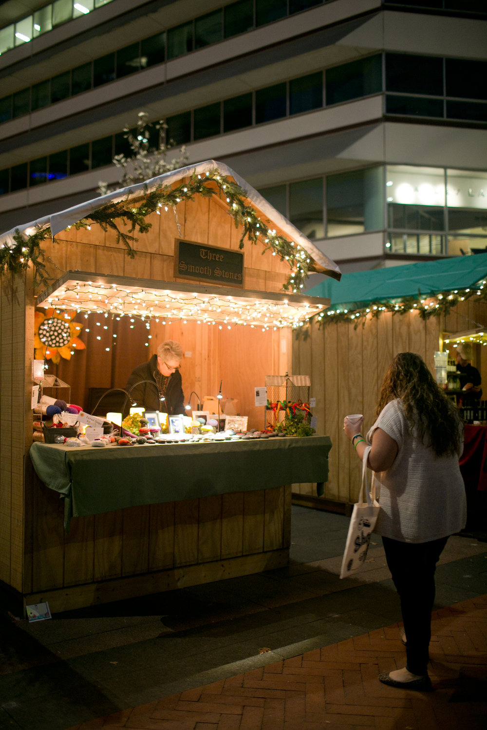 Visit Des Moines in December and experience a blend of European Christmas traditison at the DSM Christkindlmarket! Live music, hot drinks, snacks and food, and a kids tent make this an enjoyable event for the entire family. Make sure to bundle up--once the sun goes down, it gets cold.