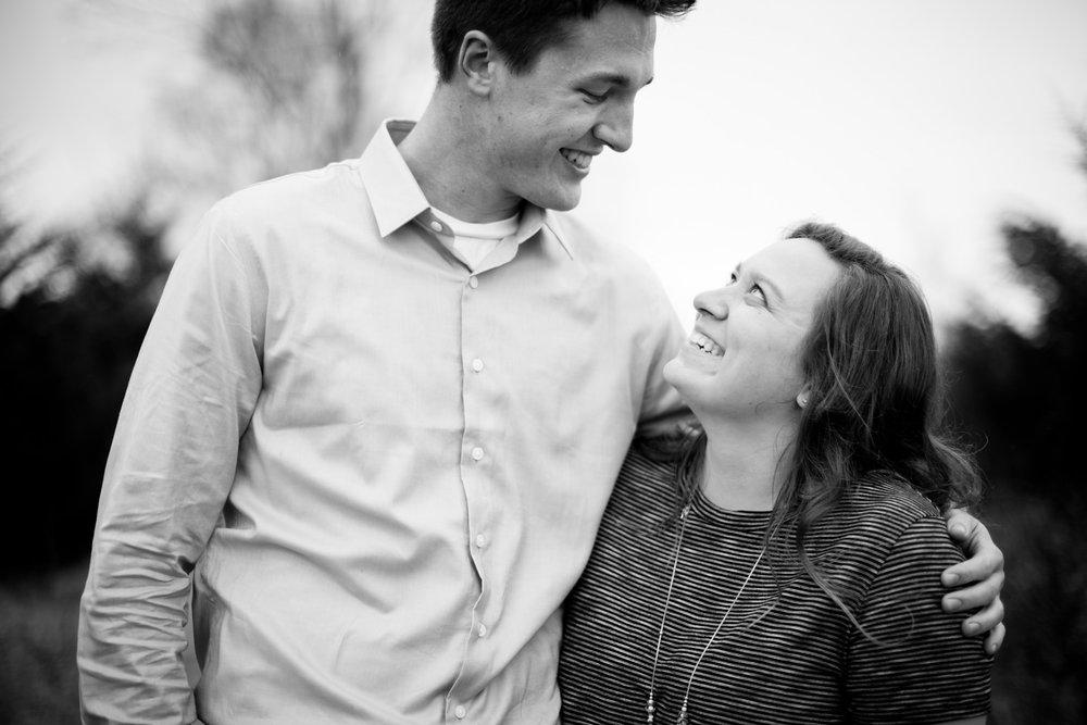 cedar-falls-engagement-photos