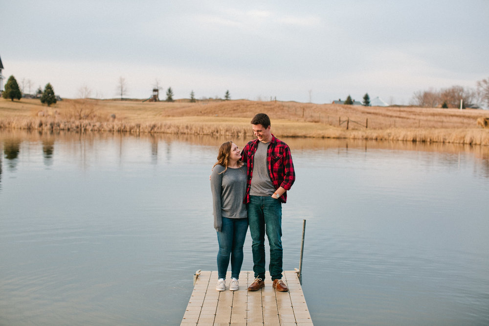 lake_engagement_photos_Mason_city
