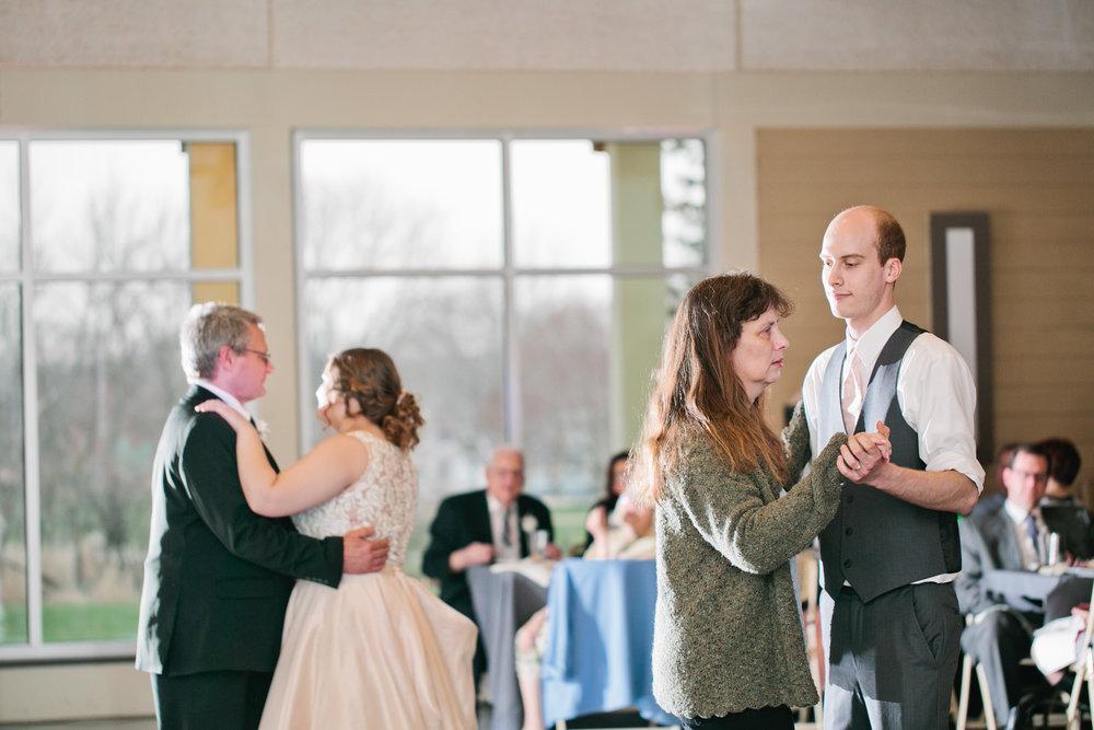 first dance wedding photos Iowa photographer