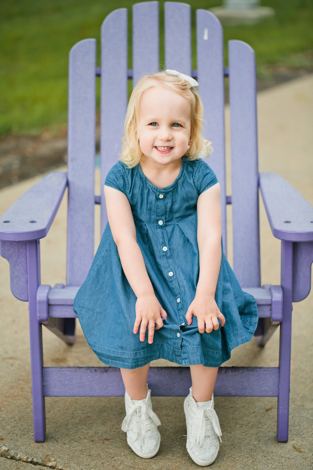 Amelia Sutton is an Ankeny/ Des Moines Iowa area  photographer specializing in  newborn , baby, maternity, child, senior & family photography .