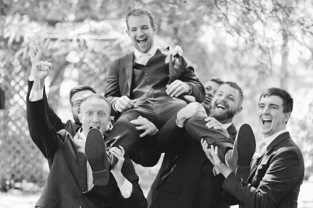 funny wedding photographers in Omaha