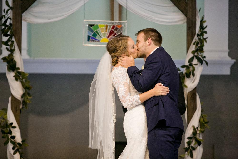 olivia-phil-omaha-wedding-photos