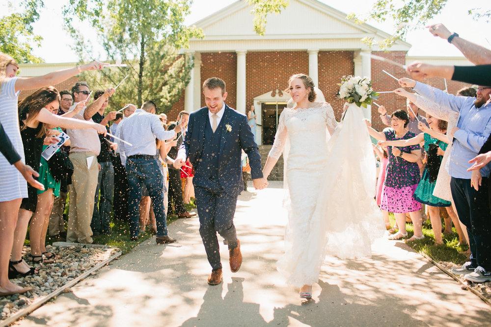 olivia-phil-omaha-outdoor-wedding-photos