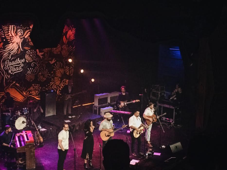 Johnnyswim, Drew Holcomb, Penny and Sparrow singing with their guitars and band on tour