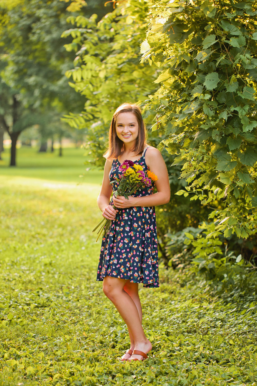 Amelia Renee specializes in indoor studio and outdoor senior photography in Des Moines area