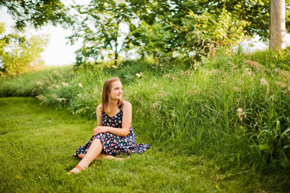 senior photos with flowers cedar falls senior photographer