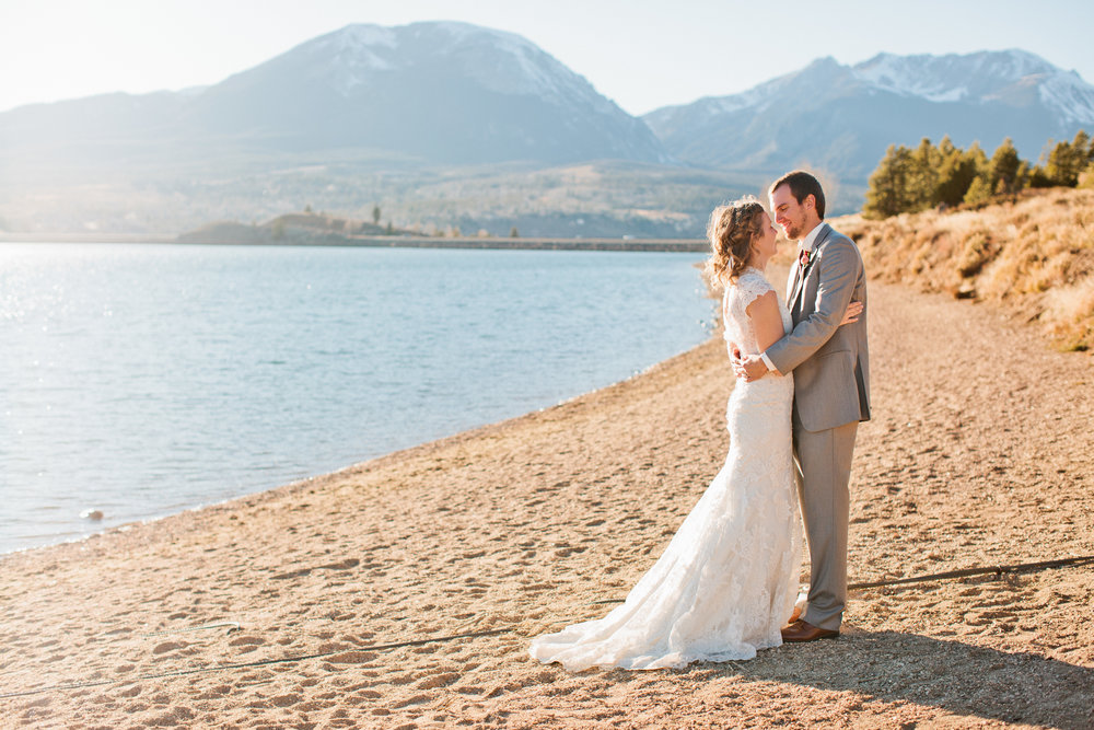 mountain kissing wedding photos in Colorado in October