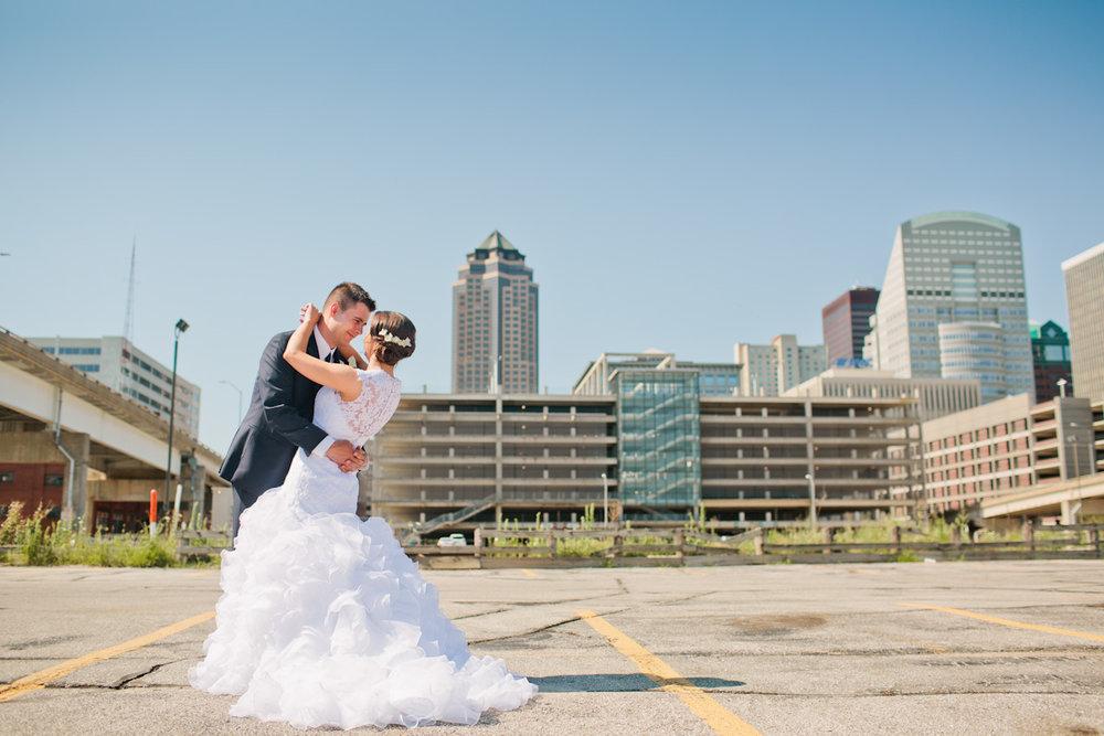 epic des moines skyline wedding photos