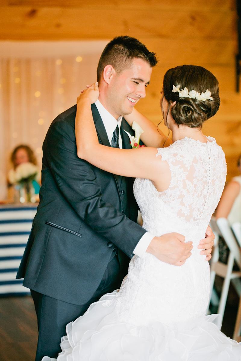sunset-ridge-barn-wedding-amelia-renee-photography10