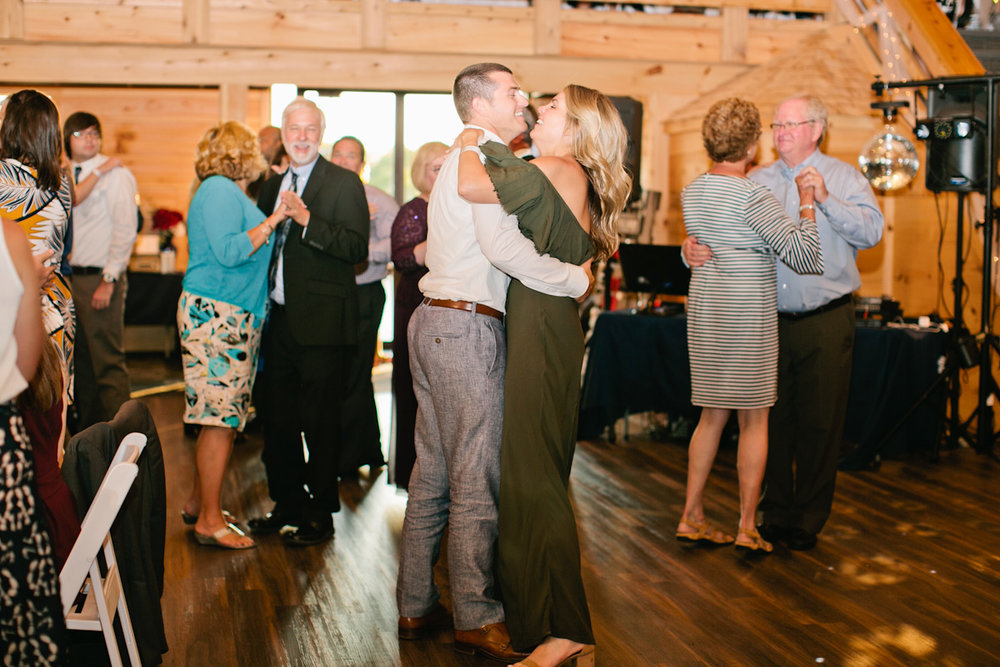 sunset-ridge-barn-wedding-photos-des-moines