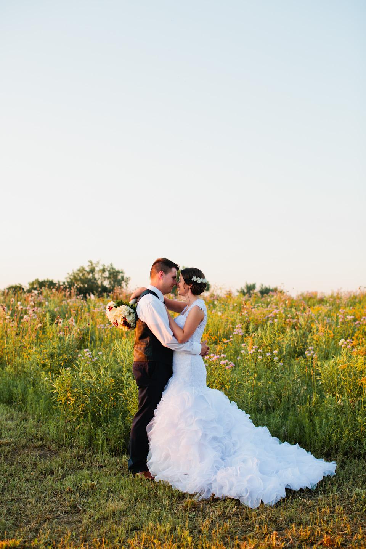 sunset-ridge-barn-wedding-photographer-amelia-renee-des-moines-05