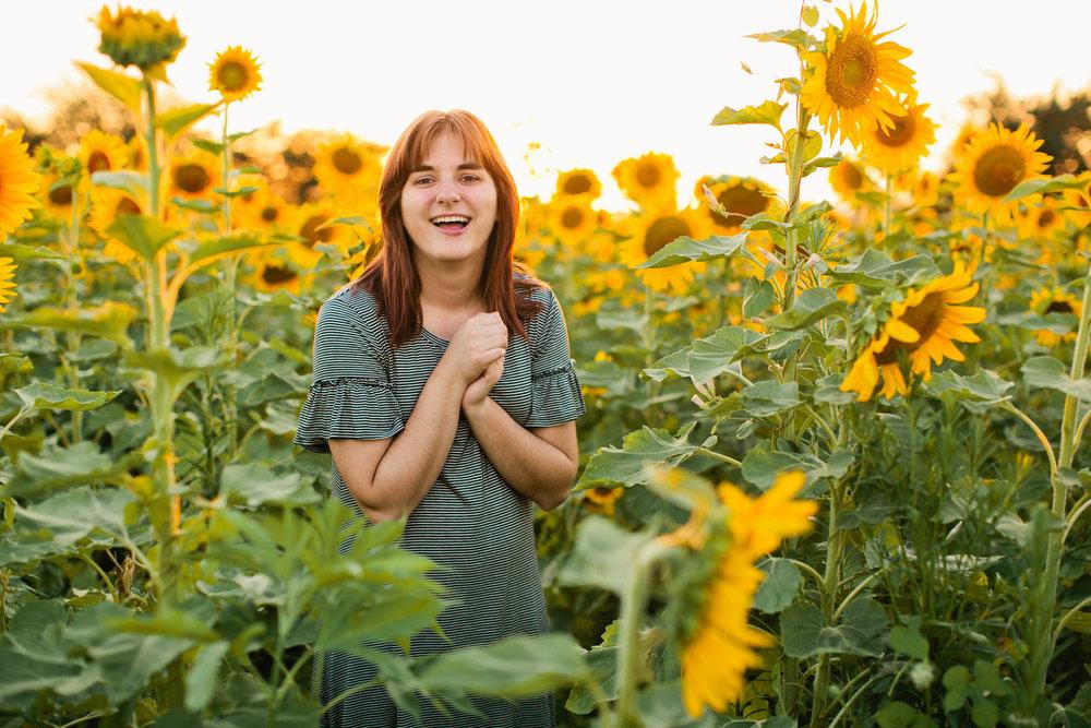 Des Moines Iowa senior photography sunflowers