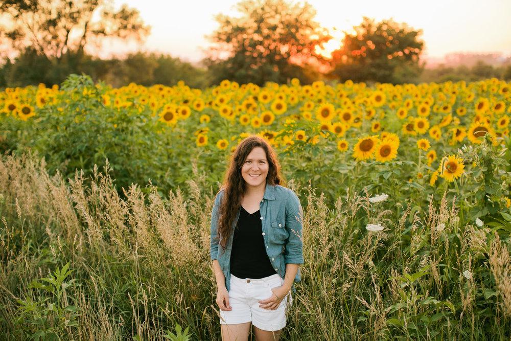 senior photography outdoor natural and fun girl