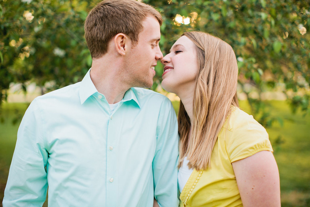 Iowa wedding and engagement photographers in Des Moines area