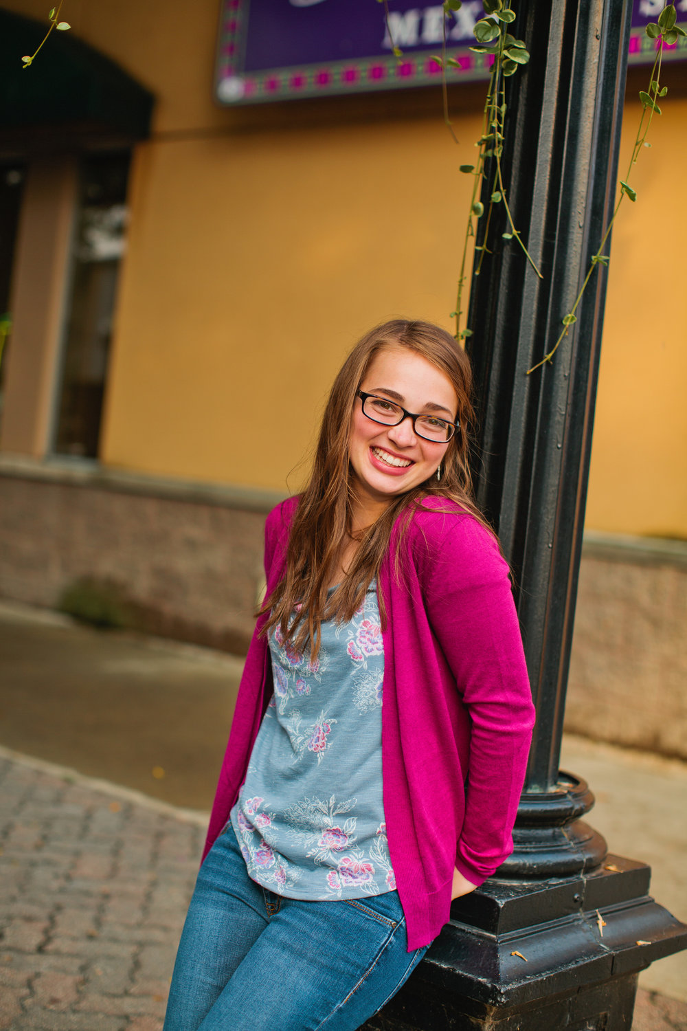 Des Moines Waterloo Cedar Falls senior photography natural candid professional
