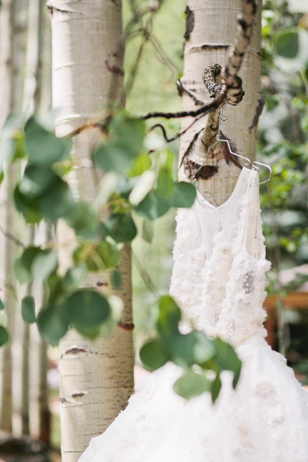 bouquet_vail_colorado_puffy_wedding_dress