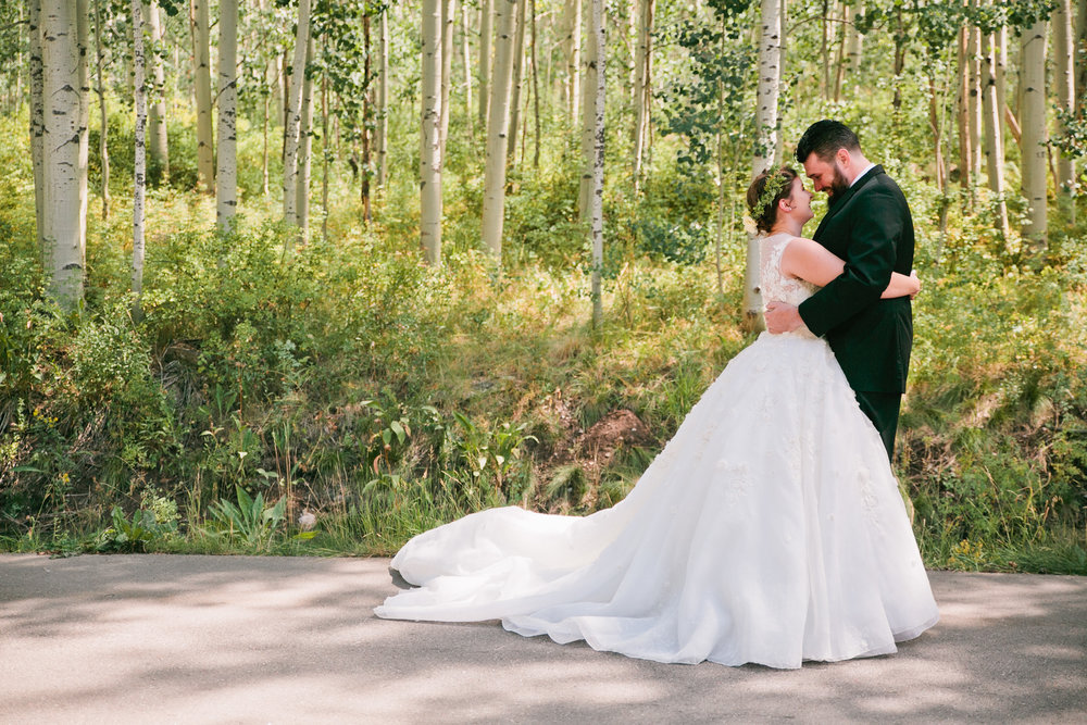first_look_vail_colorado_wedding_venues_mountains02
