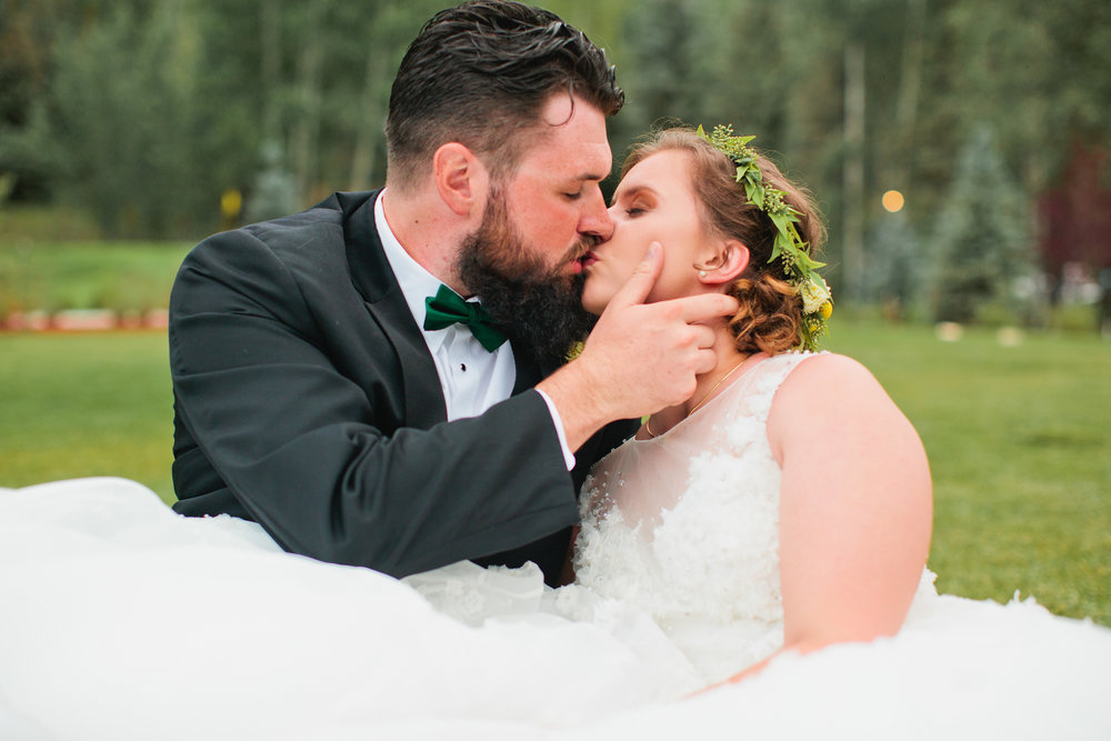 tall groom and short bride kissing