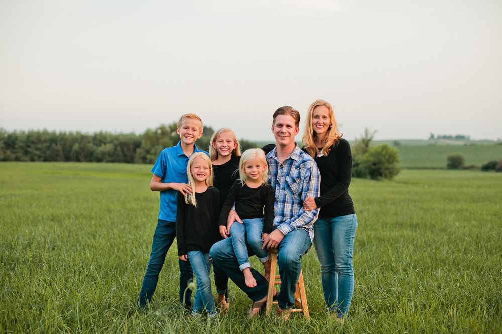 large family photos what to wear black and blue jeans