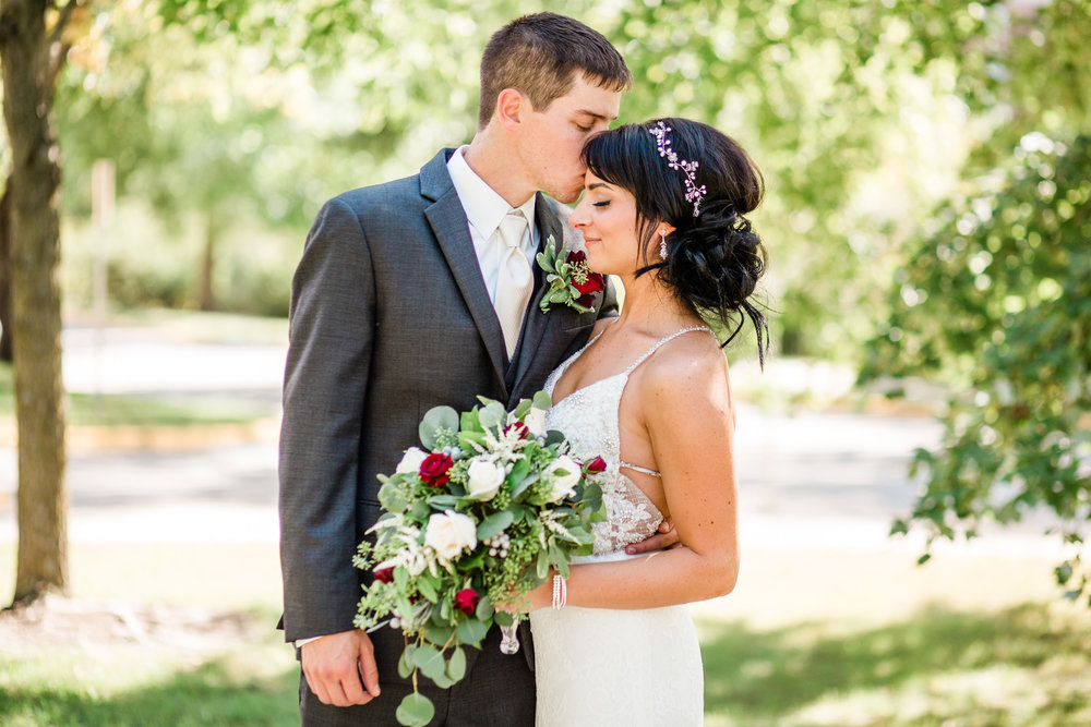 outdoor wedding photos Iowa Des Moines Dubuque Iowa City Marshalltown Cedar Falls amelia renee