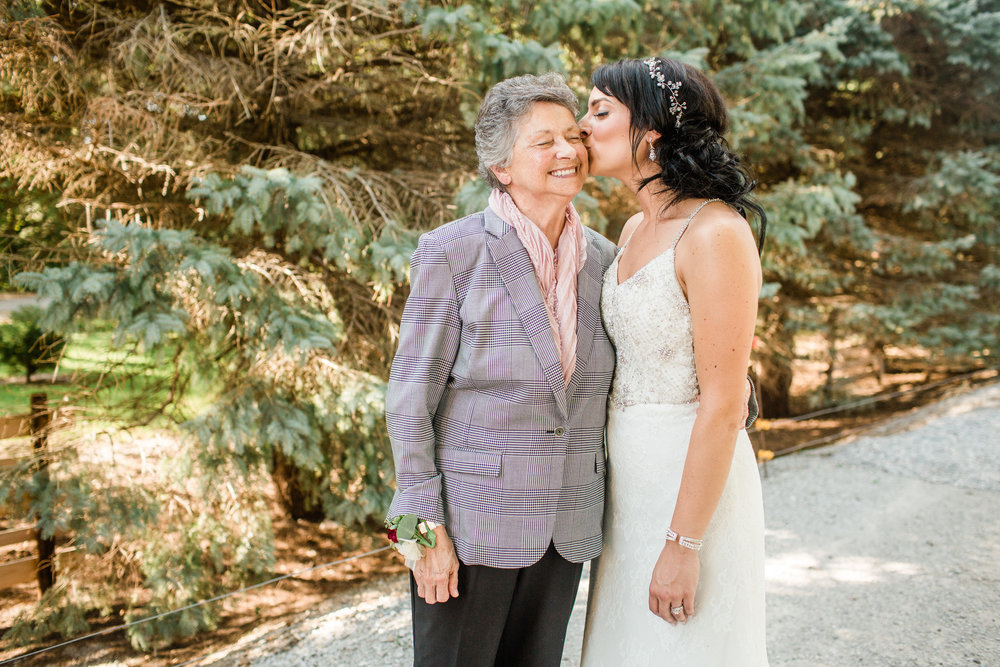 iowa wedding photographers Amelia Renee bride and grandma