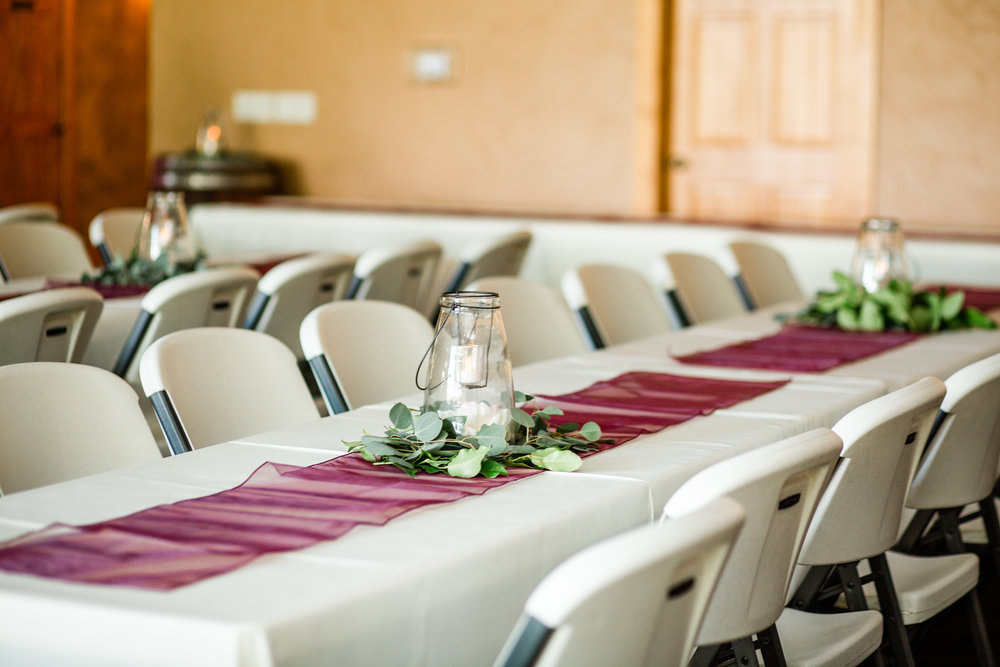 green and maroon wedding table decor ideas with lanterns