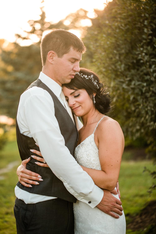 prairie_moon_winery_ames_iowa_outdoor_wedding_photographers