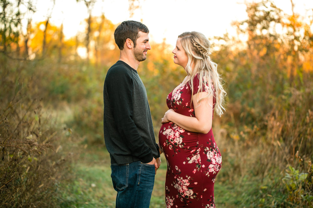 sweet des Moines romantic maternity photographers