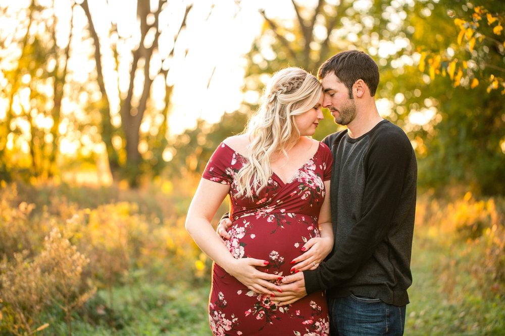 maternity photographers in waterloo cedar falls evansdale hudson iowa
