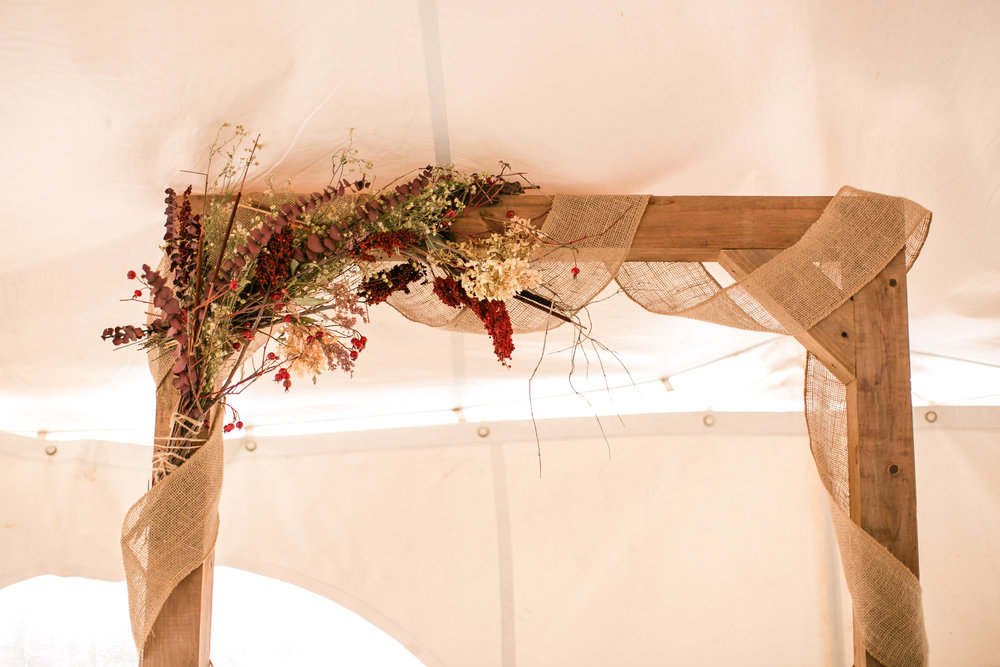 fall-wedding_decor_dried_flower_arch_decoration.jpg
