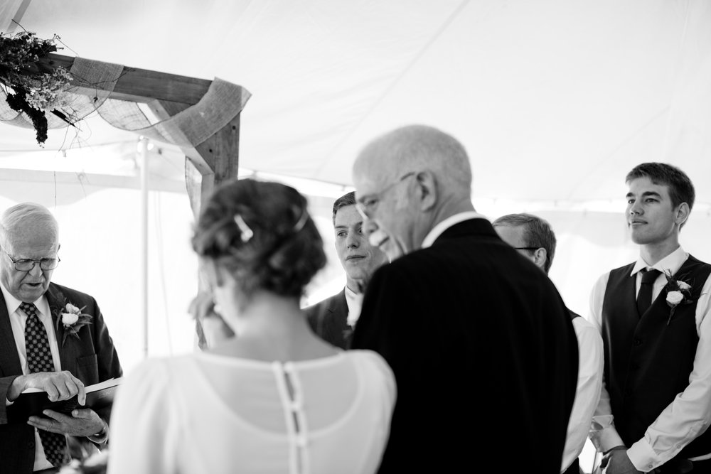 intimate_iowa_wedding_elopement_pictures