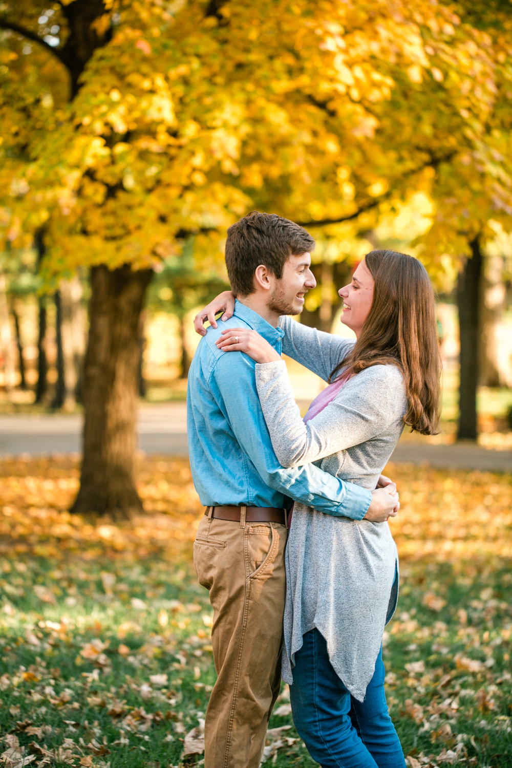engagement photos in Iowa outfits what to wear iowa city