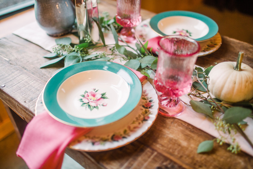 teal and pink floral china settings with pink tumblr glasses for wine