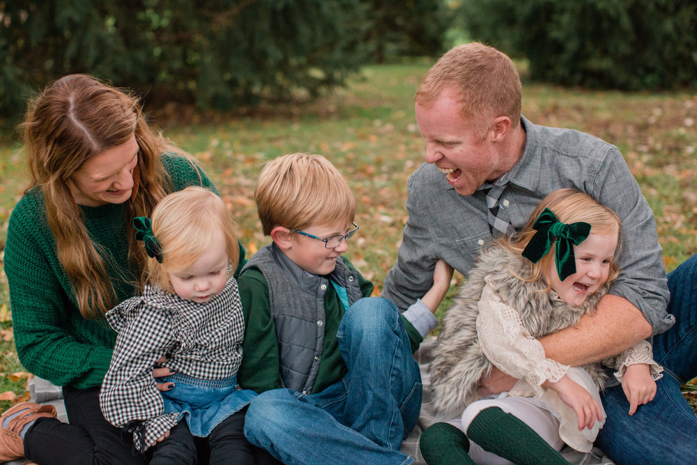 des moines family photographers with young kids