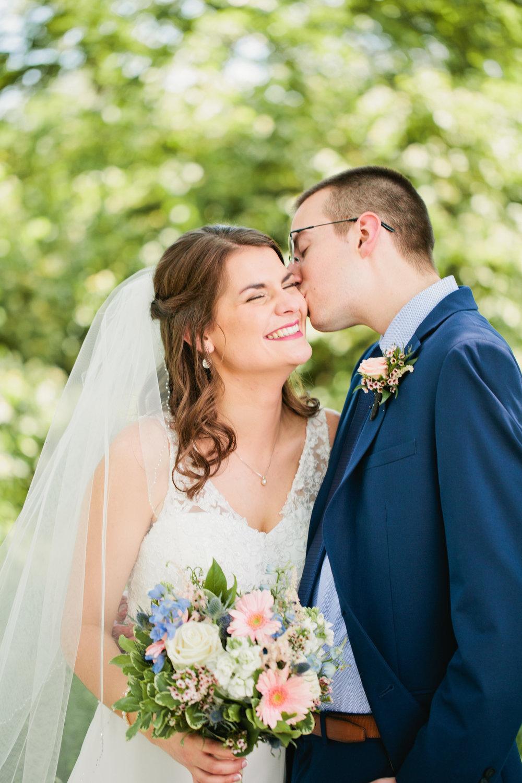 west des moines wedding photographers Amelia Renee