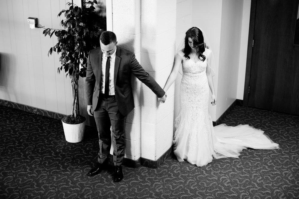 praying-together-before-wedding